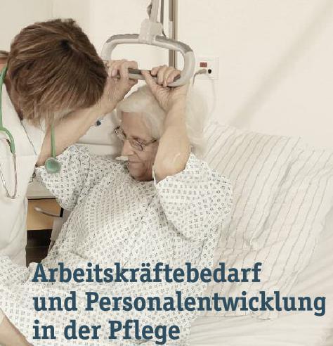 Pflegekraft hilft kranker Patientin